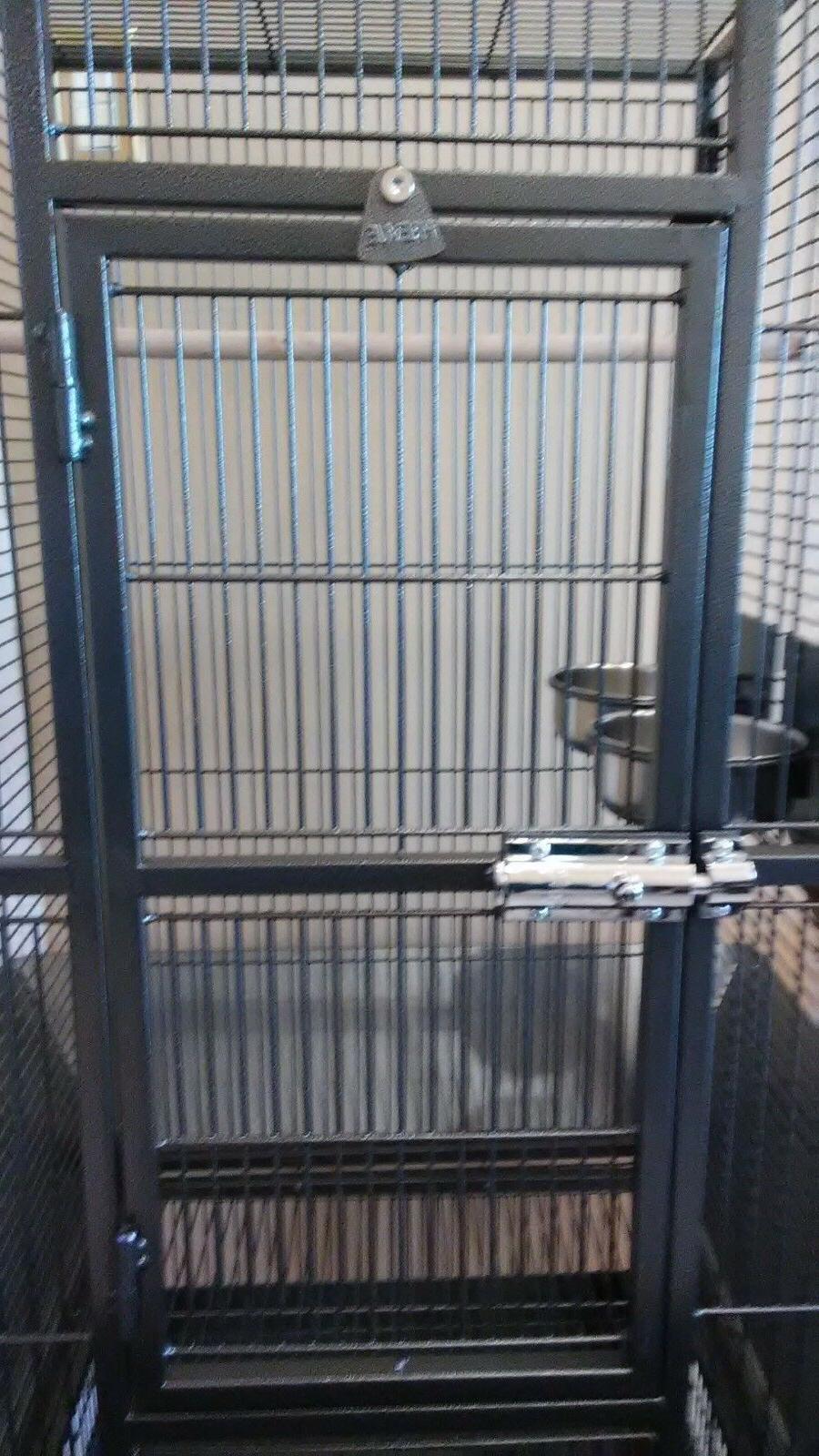 Prevue Pet Plaza Small